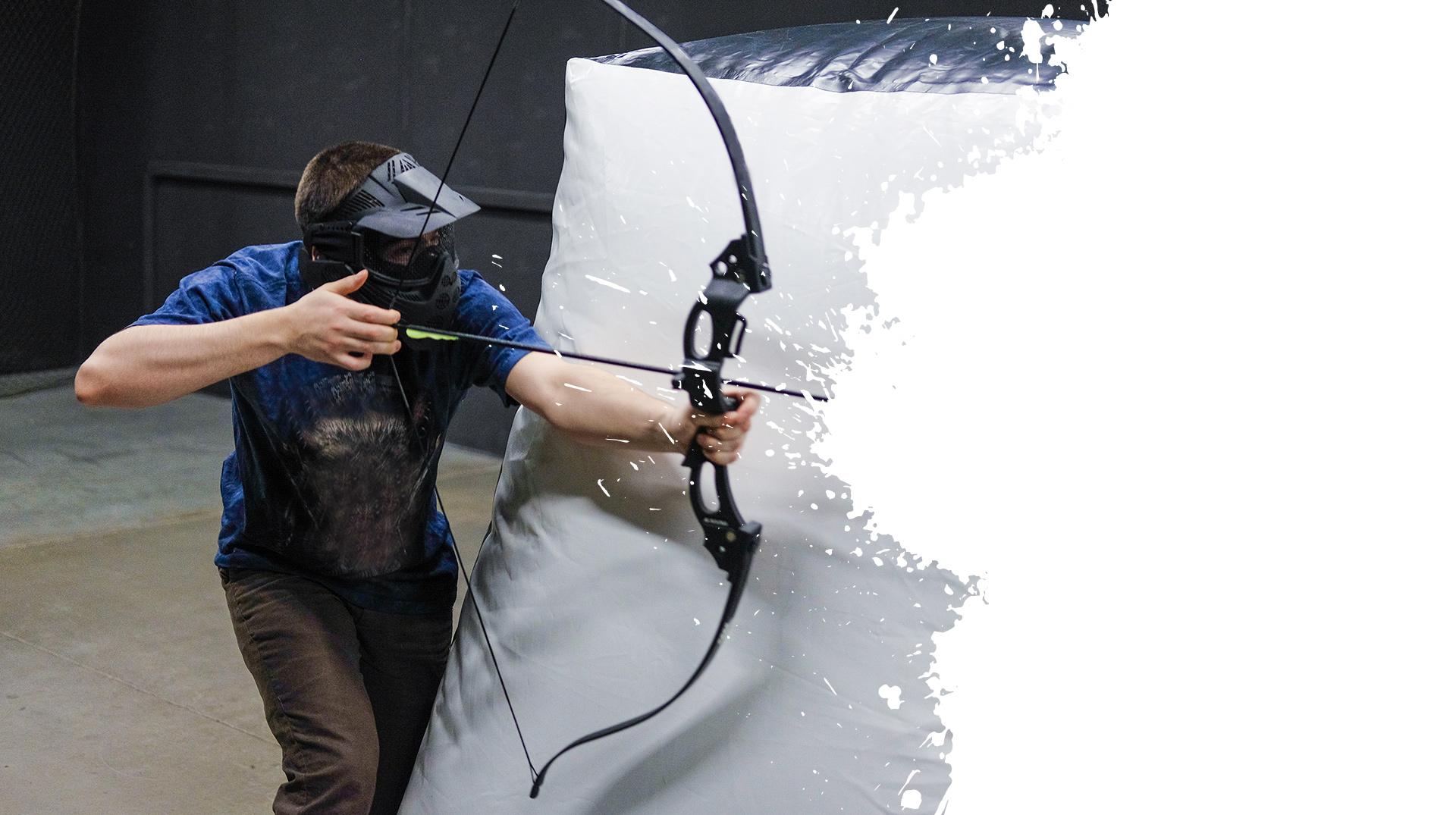 Tireur à l'arc lors d'une partie d'archery game
